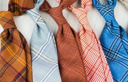 Kravaty a motýlky z italských oblekových látek.