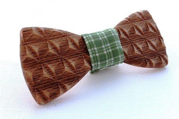 dreveny-motylik-5011-buk-gravirovany-3d