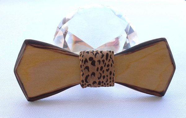 Drevený motýlik borovica opalovaná