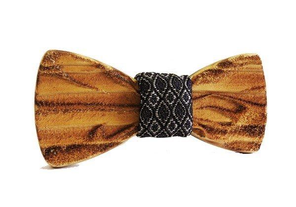 Drevený motýlik Smrek gravírovaný 3D