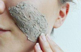 Kaffeepeeling, das die Haut glättet und regeneriert