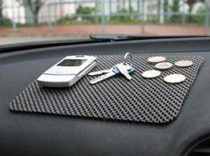 Protiskluzová podložka do auta