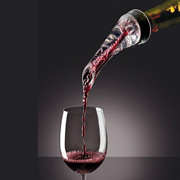 Aerator do vína s nálevníkem