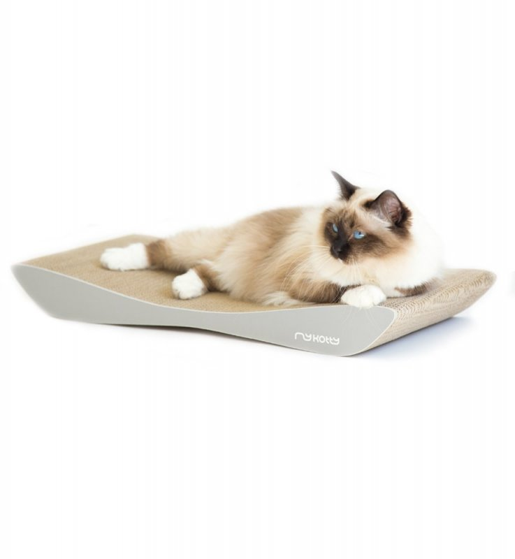 Designový kočičí nábytek z kartonu