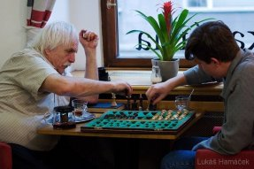 Šachový turnaj pokračuje