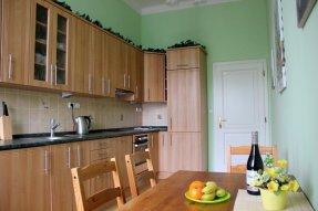 Kuchyň Elektrický sporák a trouba, myčka, kombinovaná chladnička