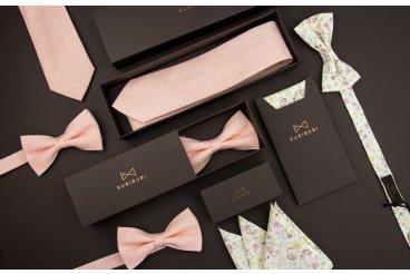 Růžové kravaty a motýlky
