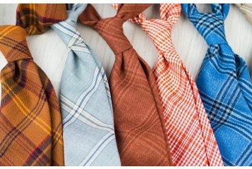 Kravaty a motýliky z talianskych oblekových látok.