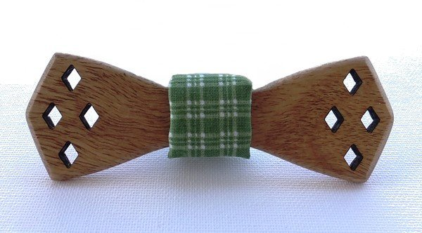 dreveny-motylik-palisander-indicky