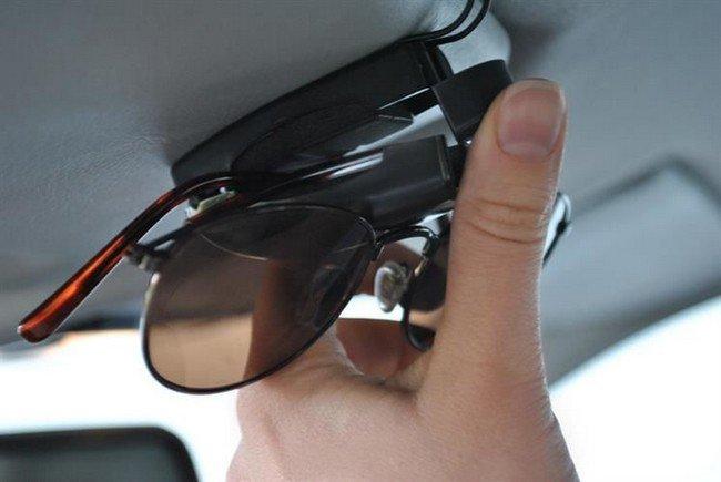 univerzalny-drziak-na-okuliare-klip
