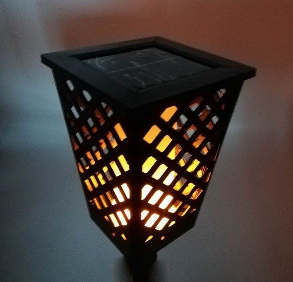 solarna-zahradna-lampa-imitacia-horiaceho-plamena-95x12cm