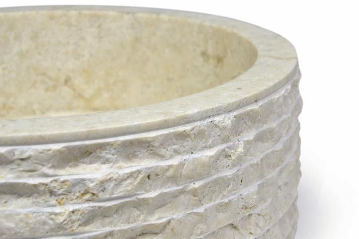 Umývadlo z prírodného kameňa pieskovej farby