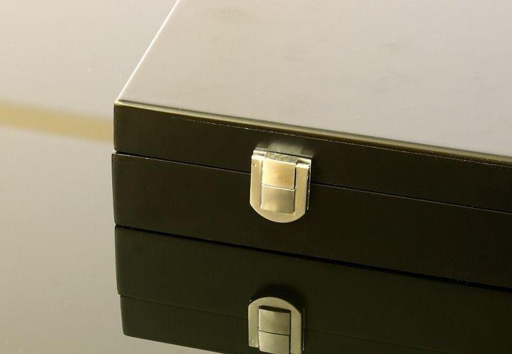 Drevený kufor na 500 ks žetónov s príslušenstvom