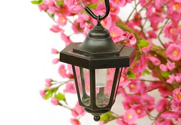 Záhradný solárny LED lampáš