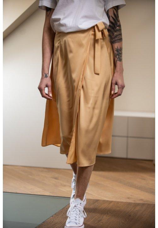 Zlatavá zavinovací sukně z hedvábné směsi