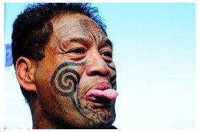 Maor s typpickým tetováním obličeje