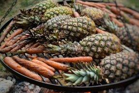 Grilované mrkve a ananasy