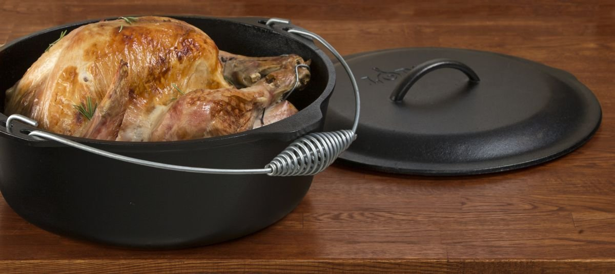 "Litinový hrnec Lodge ""Dutch Oven"" 8,5 l s litinovou poklicí a kovovým držadlem"