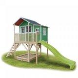 Dřevěné domečky s pískovištěm a skluzavkou