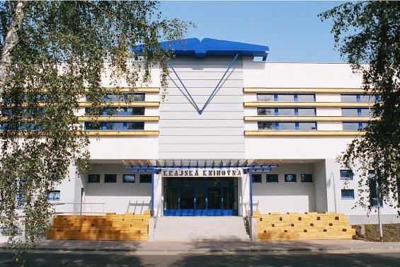 Krajská knihovna sídlí 15 let v nové budově, veřejnosti se připomene výstavou