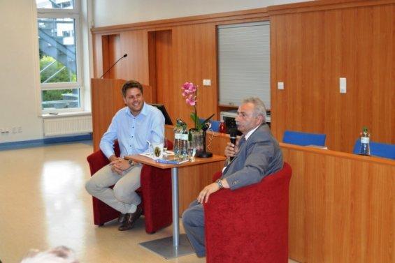 Stanislav Burachovič slaví sedmdesátiny, krajská knihovna se připojuje ke gratulantům