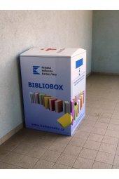 Bibliobox u hlavního vchodu ve Dvorech.