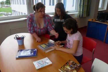 Balení učebnic v odd. pro děti