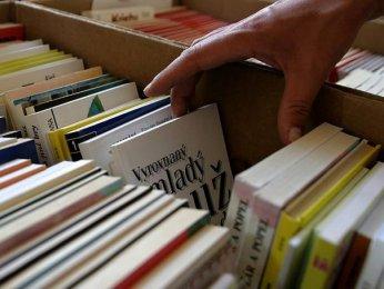 Čtenáři čtenářům / Bazar knih