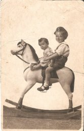 Eliška s bratrem 1927