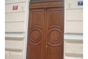 Truhláři, truhlářské práce Dodávka dveří