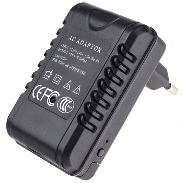 Skrytá Full HD Wi-Fi kamera v síťovém adaptéru Secutek SAH-IP008-2