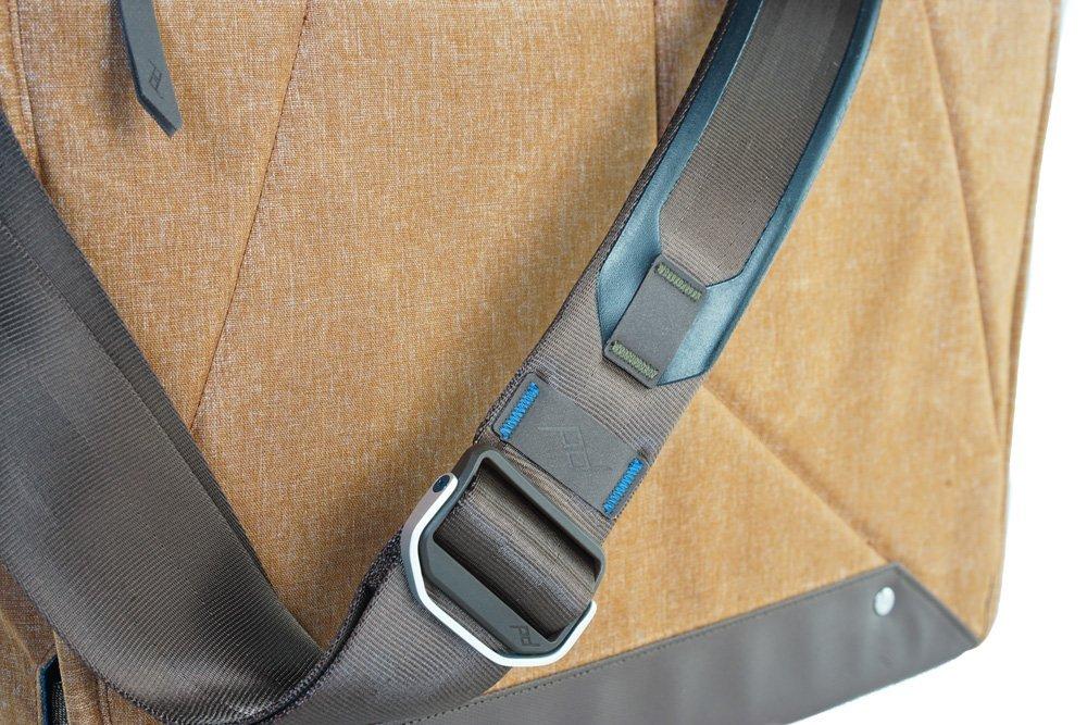 Taška Everyday Messenger Bag světle hnědá