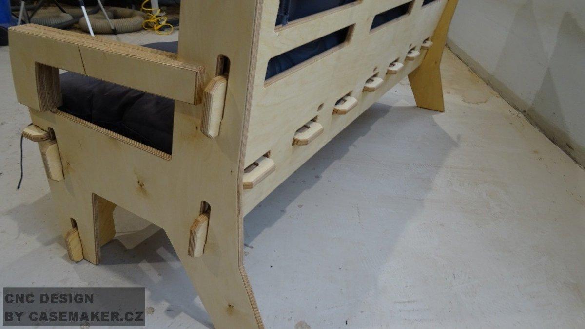 Dřevěná lavice