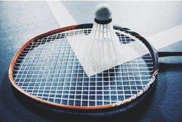 Zahrajte si Badminton!
