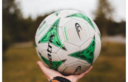 Ako si vybrať futbalovú loptu?