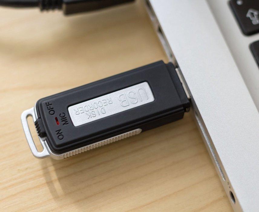 Flash-Disk mit Diktiergerät und langer Ausdauer REC08