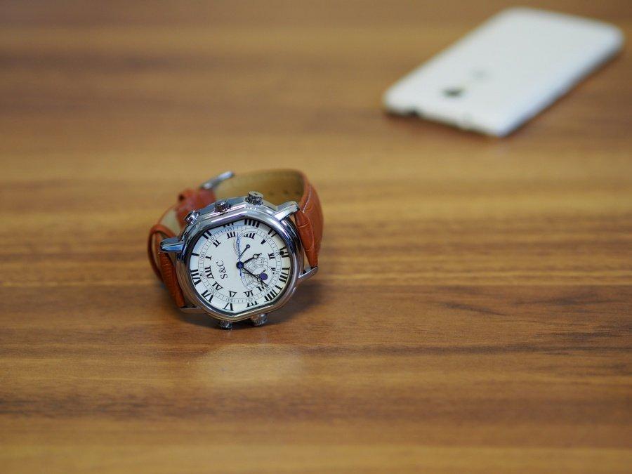 Elegantní špionážní hodinky, 1280x720px