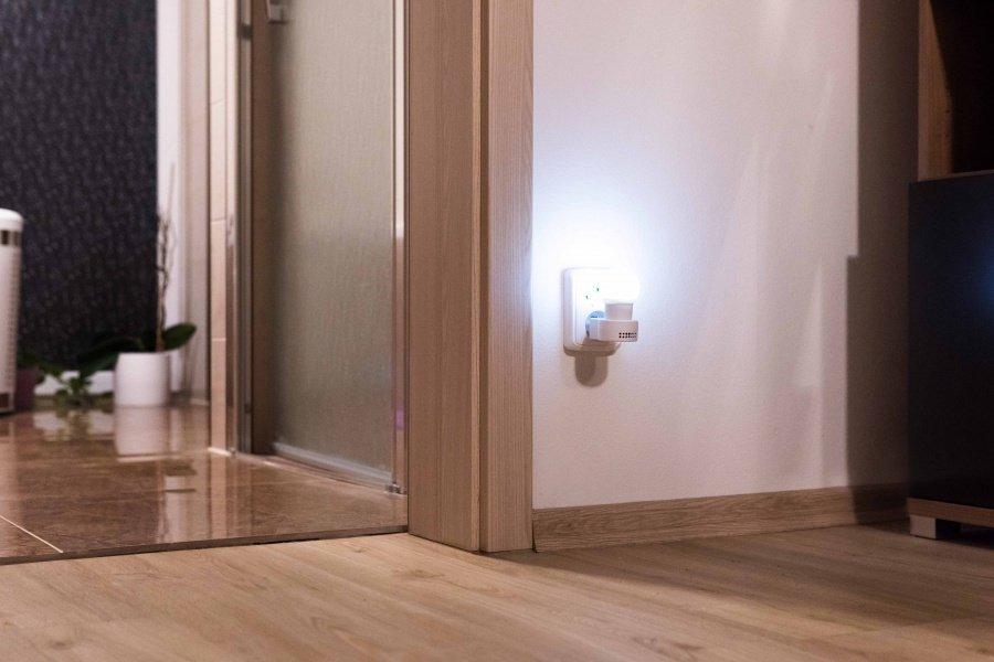 Versteckte WiFi-IP-Kamera im Nachtlicht Secutek SAH-IP023