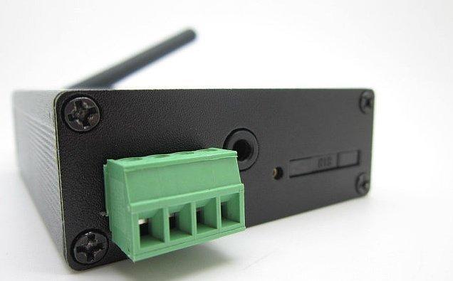3G server s mini knoflíkovou kamerou