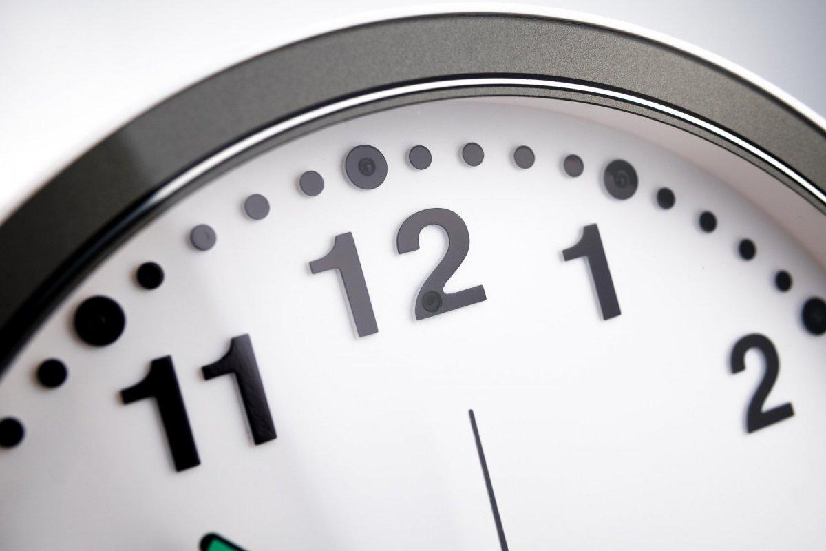 Nástěnné hodiny se skrytou IP kamerou Secutek SAH-IP200