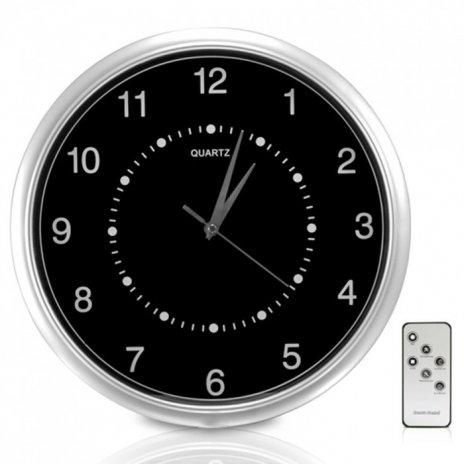 Nástěnné hodiny s kamerou