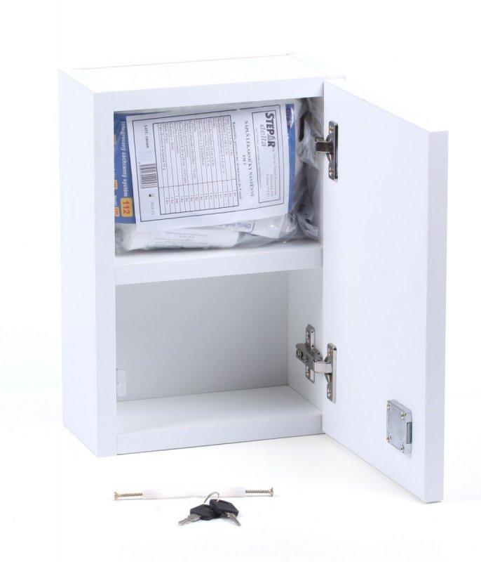 Bílá nástěnná lékárnička ze dřeva