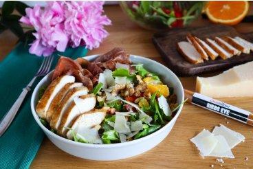 Salát s pikantním kuřecím masem