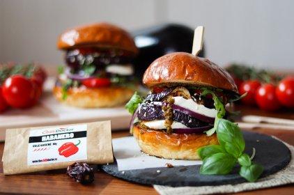 Lilkový burger s chilli pestem
