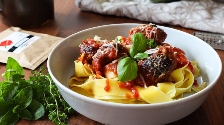 Masové koule v rajčatové omáčce