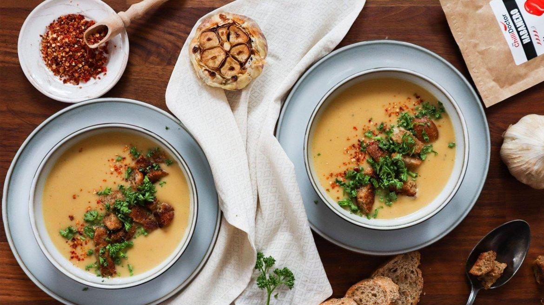 Fazuľová polievka s pečeným cesnakom