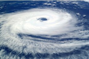 Tropická cyklona