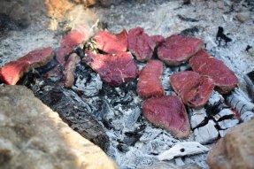 Steaky na rozpálených uhlících