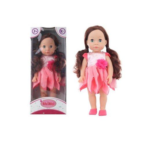 Panenka mrkací brunetka v růžových šatech