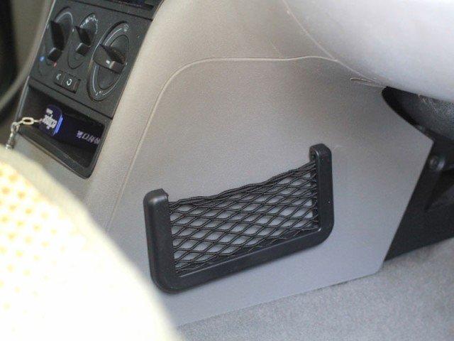 Samolepící síťka do auta